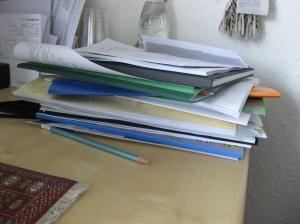 stapel papieren gemeenteraad